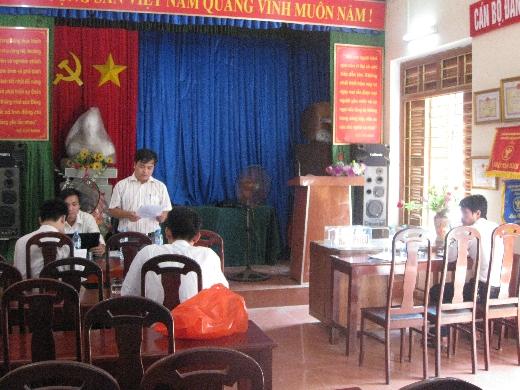 Ông Nguyễn Thế Phúc - Đấu giá viên đang điều hành phiên đấu giá lô xe ô tô tại Thái Nguyên